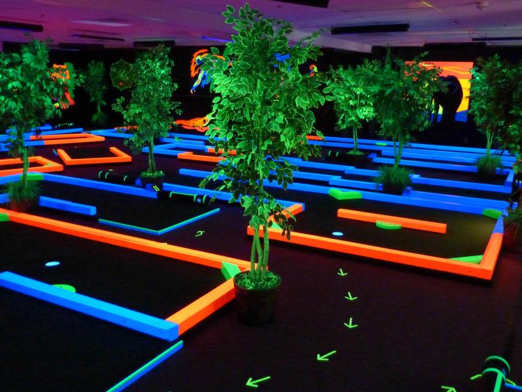 Indoor Glow In The Dark Miniature Golf | Birthday Parties | Family Entertainment 2